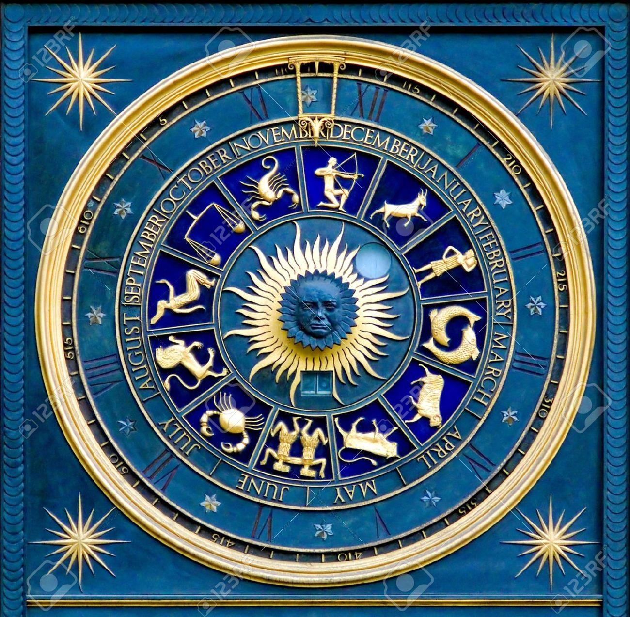 686449-Blue-zodiaco-orologio-d-oro-e-la-decorazione-deatail--Archivio-Fotografico