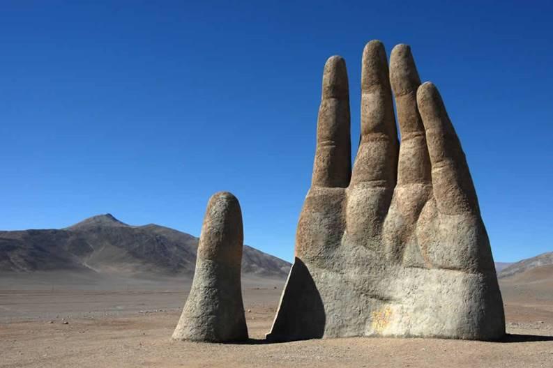 chile-atacama-mano-nel-deserto
