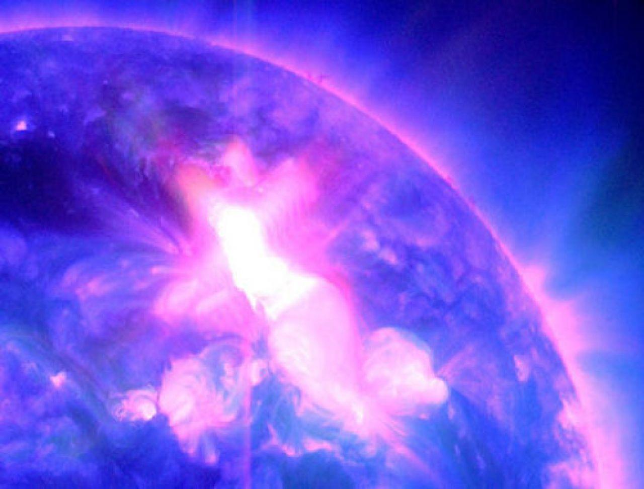 9ce9c985e4e8a1ca182688957be1639f_eruzione_solare